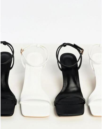 Sandalias negras, pala cuadrada.