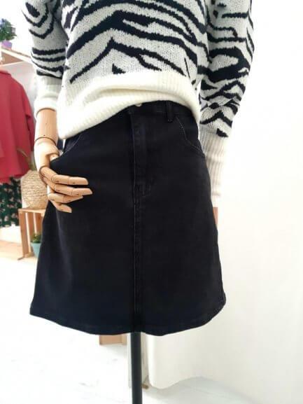 Falda negra elástica