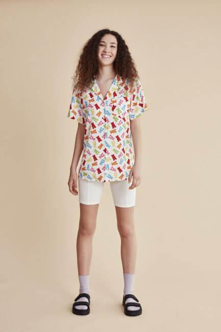 Camisa blanca gominolas